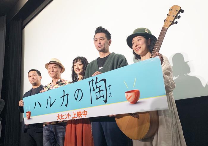 奈緒:憧れの劇場で主演映画「ハルカの陶」舞台挨拶!