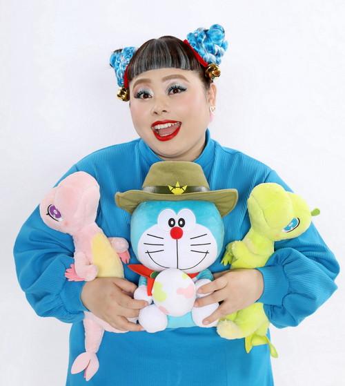 渡辺直美×ドラえもん(ぬいぐるみ)