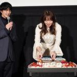 飯豊まりえ・稲葉友が不気味な誕生日ケーキに・・・『シライサン』初日舞台挨拶