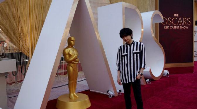 中島健人 アカデミー賞授賞式準備が進むレッドカーペット上でパシャリ!