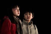 鈴木梨央、中川翼。注目子役の劇中画像到着『僕だけがいない街』