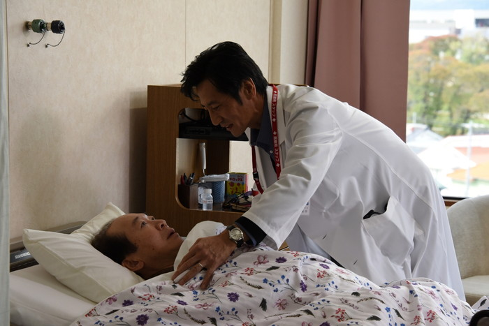 中村梅雀、津田寛治ダブル主演『山中静夫氏の尊厳死』