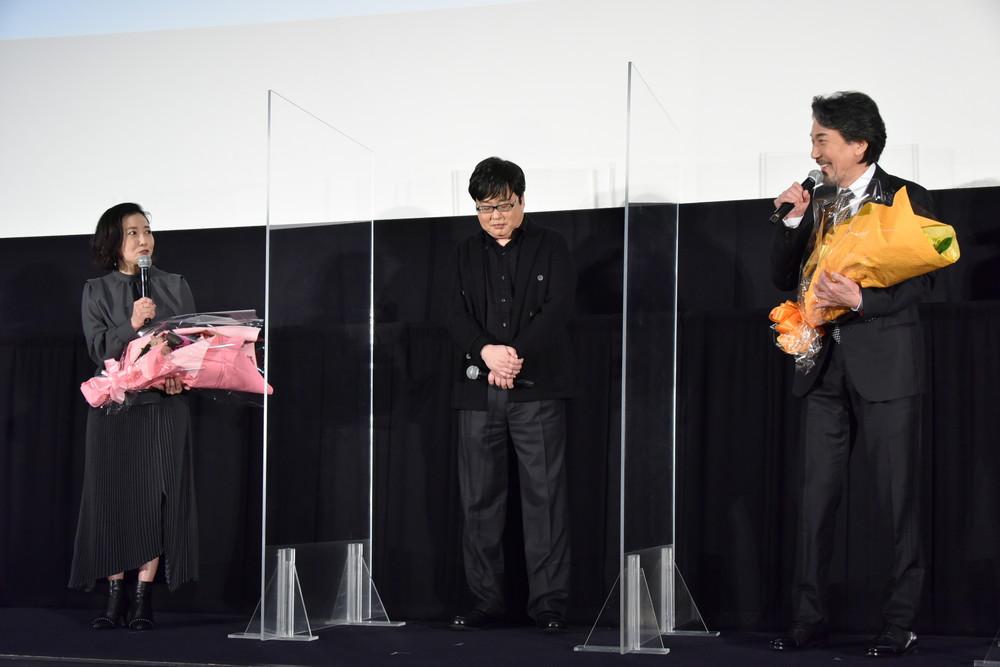 『すばらしき世界』公開初日舞台挨拶花束贈呈