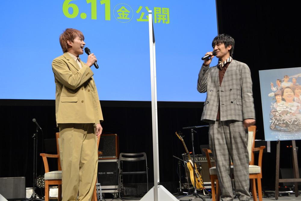 「ブルーヘブンを君に」岐阜完成披露試写会(左より小林、本田)