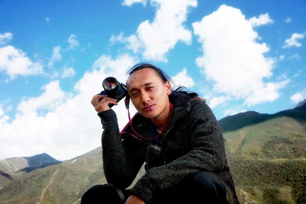 ブータン 山の教室_パオ・チョニン・ドルジ監督写真