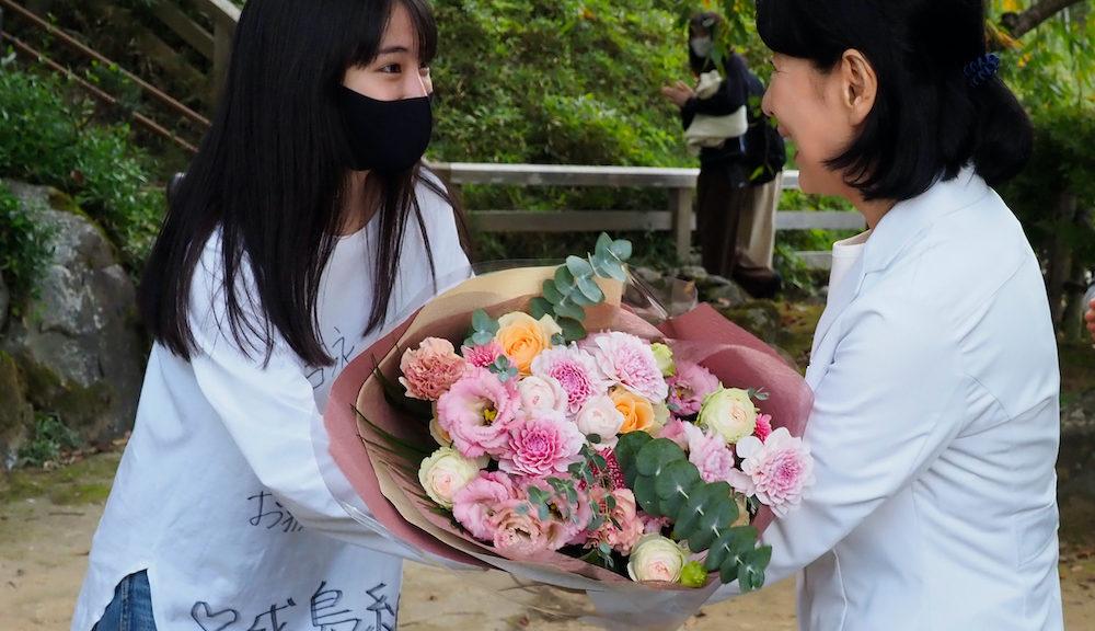 広瀬すずが吉永小百合をサプライズで祝福『いのちの停車場』